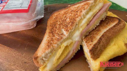 ¿Buscando opciones para el desayuno? Emparedado de jamón cocido Kiener con huevo