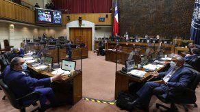 El Senado de Chile legisla sobre los derechos del cerebro.