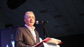 Expresidente Uribe niega irregularidad en compra de tierras en Colombia