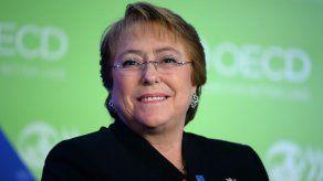 Bachelet alcanza su peor aprobación histórica de 22% según sondeo