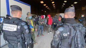 Alarma en Francia por una enorme fiesta clandestina con más de 2.500 asistentes