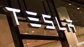 Tesla vale más de 800