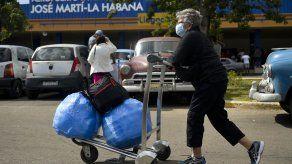 Cubanos tratan de sacar la nariz del agua tras cierre de Western Union