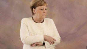 Merkel cumple 65 años apuntando a un relevo