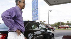 Gasolina barata en EEUU por primera vez en 4 años