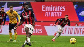 Milan salva un punto en el descuento
