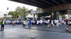 Miembros de la Facultad de Medicina de la UP marchan en rechazo al proyecto 525