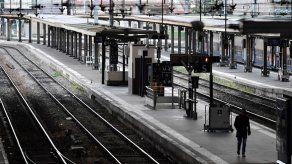 Huelga contra reforma de pensiones deja a muchos franceses sin transporte en Navidad