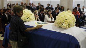 El Salvador: cientos despiden a expresidente Flores