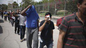 Juez bloquea moratoria de Biden a deportaciones