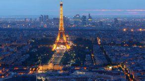 Los escasos turistas en París descubren otras facetas de la Ciudad Luz