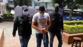 Patrullero de la policía de Colombia fue acusado de asesinar a un joven de 17 años de un tiro en la cabeza durante las masivas protestas.