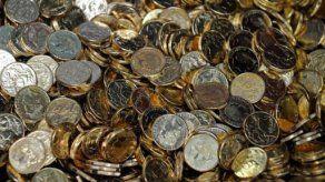 Estadounidense paga con toneladas de monedas a manera de protesta