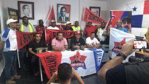 Obreros rechazan medidas económicas del Gobierno por COVID-19 y exigen pago de salarios