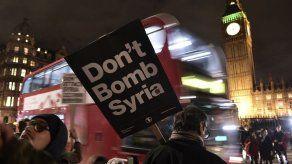 Manifestación en Londres contra proyecto de ataques británicos en Siria