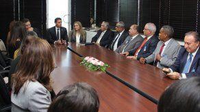 Solís fija hoja de ruta de su administración durante primera reunión con su equipo de trabajo