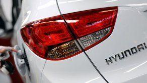 Hyundai y Kia retiran compactos por defecto con luz de freno