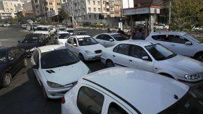 Se desatan protestas en Irán por alza en precios de gasolina