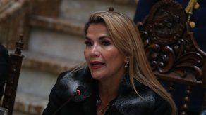 La presidenta interina Jeanine Áñez anima a los bolivianos a votar en paz