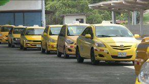 Presentan propuesta para que circulación de taxis por pares y nones sea extendida hasta el 15 de enero