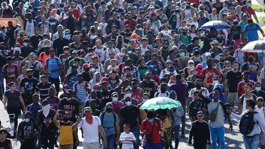 Las fuerzas federales han dejado caminar varias horas a los migrantes o incluso todo el día y han aprovechado su cansancio o la lluvia para dispersarles.