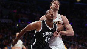 Collins toma la cancha y se convierte en el primer jugador declarado gay en la NBA