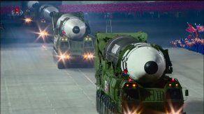 Corea del Norte exhibe un nuevo y mayor misil intercontinental