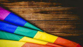 El papa dice que quien rechaza a los homosexuales no tiene corazón humano