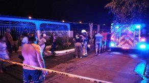 Tres muertos y tres heridos deja incendio en una residencia en Las Acacias