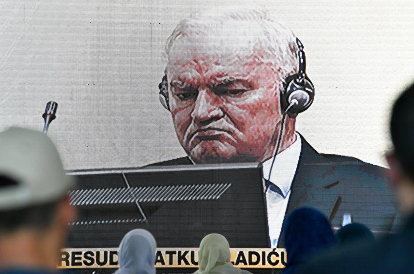 Mladic fue el rostro militar de un trío brutal dirigido en el lado político por el expresidente yugoslavo Slobodan Milosevic y el exlíder serbiobosnio Radovan Karadzic.