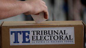 Panameños acuden a las urnas para elegir nuevo presidente