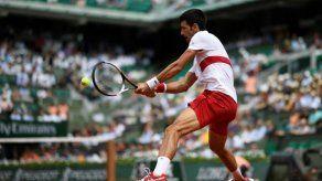 Djokovic cumple ante Dutra Silva en su arranque en Roland Garros