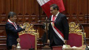 Vizcarra promete firme lucha contra corrupción en Perú