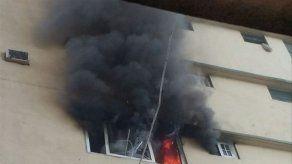 Bomberos controlan incendio en una multi en Barraza