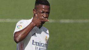 Vinícius y Courtois sacan a flote al Madrid ante Levante