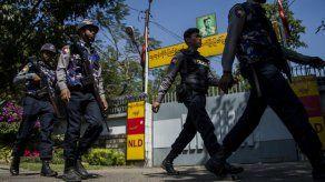 Lanzan un coctel molotov contra la casa de Suu Kyi en Rangún