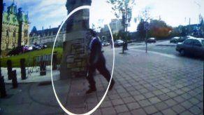 Dan a conocer video del atacante de Ottawa