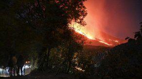 Volcán de Pacaya mantiene fuerte actividad eruptiva en Guatemala