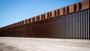 El presidente Joe Biden anunció la detención de la construcción del muro fronterizo tras asumir el gobierno en enero.