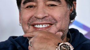 Maradona pide que le den aire