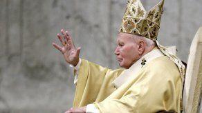 Secretario de 2 papas revela hechos de la vida cotidiana