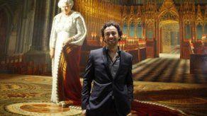 Un detenido por arrojar pintura a un retrato de Isabel II