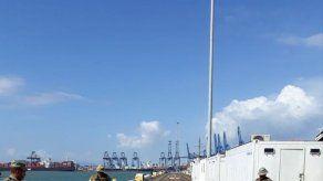 Incautan 721 paquetes de droga semisumergida en buque mercante