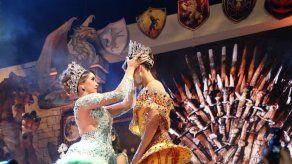 Con la coronación de SRM. Valerie Falcón