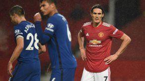 Manchester United y Chelsea empatan a cero en el debut de Cavani