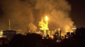 Al menos 1 muerto y 9 heridos por explosión de planta petroquímica en España