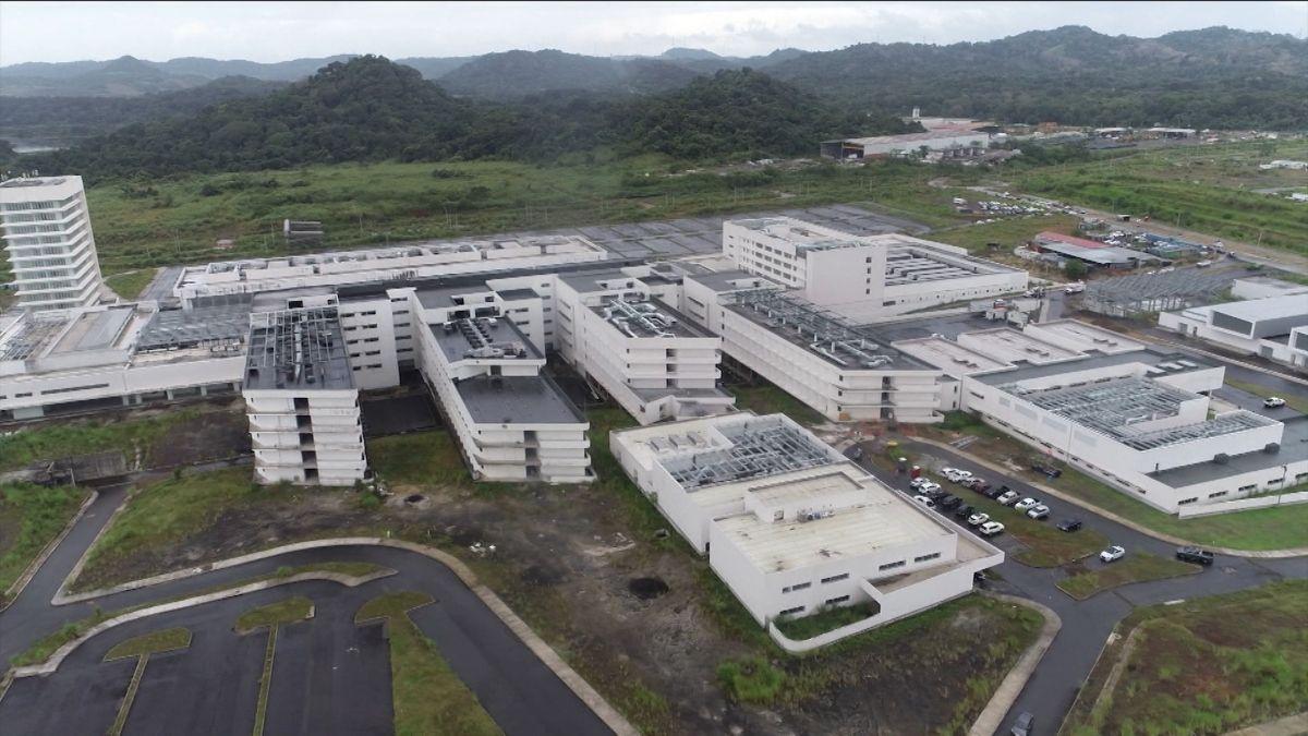 La Ciudad de la Salud o Ciudad Hospitalaria es un conjunto de edificios diseñados originalmente para albergar 43 quirófanos, 1,235 camas y consultorios para diversas especialidades médicas, que alcanza un 65 % de avance.