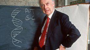 El codescubridor del ADN James Watson saca a subasta su premio Nobel
