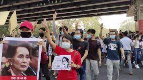 Myanmar reanuda acceso a Internet entre crecientes protestas