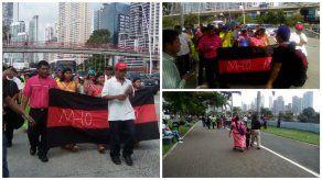 Indígenas protestan en la Cinta Costera